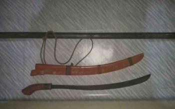 Barbuk senjata tajam yang digunakan Ali untuk mengancam Mugi.