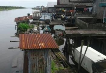 Hingga saat ini warga bantaran Sungai Jelai masih banyak menggunakan jamban apung untuk Buang Air Besar (BAB).