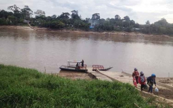 Akses penyeberangan ke Desa Muara Untu, Kecamatan Murung, Kabupaten Murung Raya, yang harus melewati Sungai Barito.