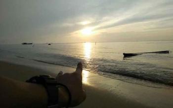 Selain mencari keindahan panorama di Kalimantan Tengah, Komunitas Kick-Kobar juga melakukan kegiatan sosial dalam setiap tur yang dilaksanakan seperti pembagian buku pelajaran ke sekolah-sekolah, membagikan Alquran dan Iqra serta kegiatan gotong royong be
