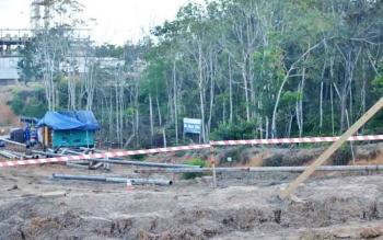 PENCAPLOKAN LAHAN : Warga Desa Hajak tidak terima lahannya digarap oleh perusahaan. Sementara, pihak perusahaan merasa telah melakukan ganti rugi.