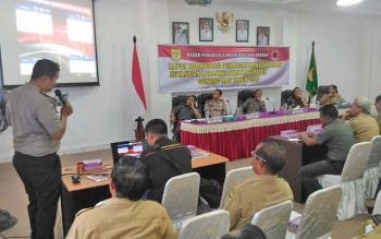 Rapat koordinasi (Rakor) penanganan kebakaran hutan dan lahan (Karhutla) di ruang rapat lantai I Kantor Pemkab Gumas, Selasa (14/2/2017).