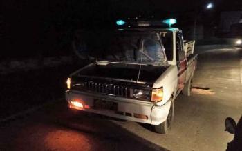 Mobil operasional Satlantas Poles Barito Utara mogok di salah satu ruas jalan di Kota Muara Teweh setelah mengamankan korban kecelakaan lalu lintas.