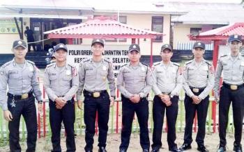 Anggota Polres Barito Utara dan Polres Barito Selatan melakukan pengamanan jelang pilkada serentak.