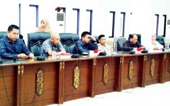 Pansus RTRWK DPRD Barito Utara saat menggelar rapat, Selasa (14/2/2017)