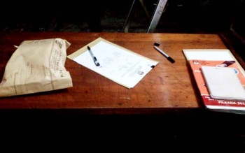 Dalam amplop coklat inilah surat suara yang bakal dimusnahkan oleh KPU Barsel, Selasa (14/2/2017) malam