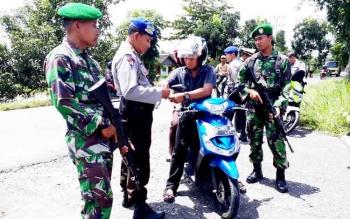 Razia Gabungan TNI Polri di Jalan Trans Kalimatan dalam rangka mengantisipasi potensi gangguan kamtibmas, terkait Pilkada Serentak di Kalteng.