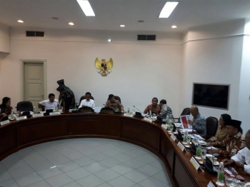 Gubernur Sugianto disamping jajaran menteri kabinet kerja, saat Ratas dengan Presiden dan Wapres, Selasa (14/2/2017) sore