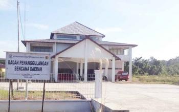 Kantor Badan Penanggulangan Bencana Daerah Kabupaten Murung Raya tetap beraktivitas meski sedang libur nasional.