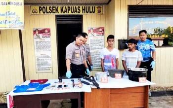 Kapolres Kapuas AKBP Jukiman Situmorang menanyai para terduga pelaku pembataian orangutan, Rabu (15/2/2017).