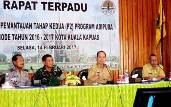 Bupati Kapuas Ben Brahim S Bahat saat Memimpin Rapat Terpadu Persiapan Pemantauan Tahap Kedua (P2) Program Adipura di Bappeda.