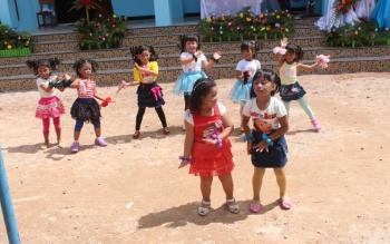 Sujumlah anak PAUD di Nanga Bulik saat mengisi kegiatan pada peresmian sekolahnya, beberapa waktu lalu.
