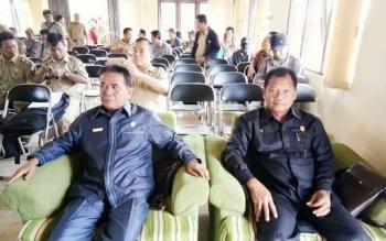 Anggota Komisi III DPRD Kotim Sutik (kanan) saat mengikuti Musyawarah Perencanaan Pembangunan (Musrenbang) tingkat kecamatan.