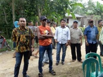 Ketua AMPG Kalteng Wahid Yusuf saat berbaur dengan masyarakat, belum lama ini. Ia menolak keras munculnya satgas Brigade Beringin di tubuh Golkar.