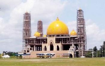 Masjid Agung di Jalan Tjilik Riwut Km 3 Sukamara.