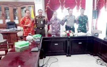 Pejabat Bupati Barito Selatan,Mugeni bersama forkopimda foto bersama seusai rapat konsolidasi, Kamis (16/2/2017)