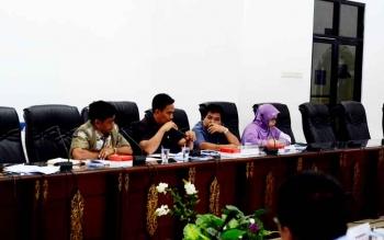 Anggota DPRD Barito Utara, Hasrat saat mempertanyakan transparansi RSUD Muara Teweh dan BPJS Kesehatan, Kamis (16/2/2017)