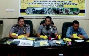 AKBP Jukiman Situmorang saat press release kasus pembantaian orangutan untuk dikonsumsi yang mereka tangani, Kamis (16/2/2017)