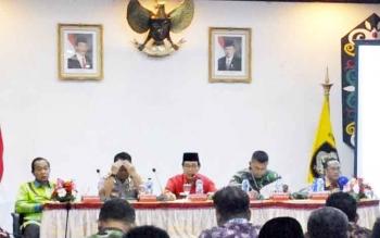 Wakil Bupati Kotim Taufiq Mukri dalam Rakor Penanggulangan Kebakaran Hutan dan Lahan, di Sampit, Kamis (16/2/2016) sore, memberikan tanggapan terkait kendala anggaran Satgas Penanggulangan Kebakaran Hutan.