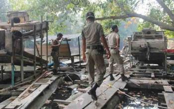 Satpol PP Lamandau saat melakukan razia PETI di Kecamatan Lamandau, beberapa waktu lalu.