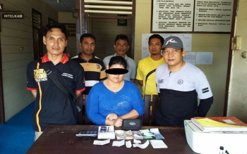 Tersangka SUP (54) diringkus anggota Polsek Kurun karena menjual togel atau kupon putih