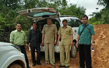 Evandi : Anggota DPRD Gunung Mas (kanan) saat diperjalanan setelah mengikuti Musrenbang di Miri Manasa, Kamis (16/2/2017)
