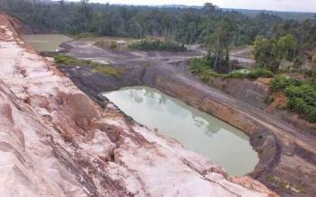 Inilah salah satu contoh bekas galian tambang batubara di Barito Utara yang belum direklamasi oleh perusahaan di Desa Rahaden.
