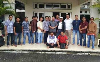 Sekda Barito Utara, Jainal Abidin bersama pengurus dan anggota PWI.