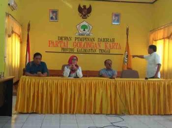 Pengurus DPD Golkar Kalteng, dari kiri M Arsyad, Siti Nafsiah, Abdul Razak, dan Walter S Penyang.