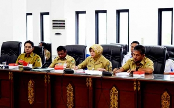 Dirut RSUD Muara Teweh drg Dwi Agus Setejowati bersama Kepala Dinas Kesehatan H Robansyah dan pihak eksekutif saat rapat dengar pendapat dengan pihak DPRD Barut.