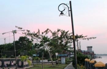 Lampu taman kota di Taman Laut Jalan Tingang Menteng, Pulang Pisau dipecah oleh orang yang tidak bertanggungjawab.\\r\\n