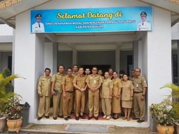 Pejabat PMPTSP Kapuas saat studi banding ke Banjar