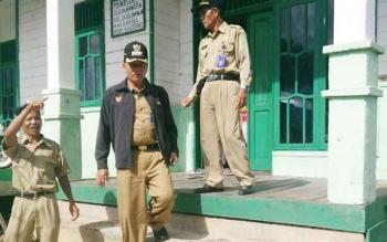 Camat Dusun Hilir Ben Yuhadi ketika menghampiri Puskesdes di wilayahnya baru baru ini