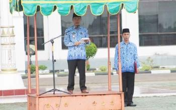 Wakil Bupati Seruyan Yulhaidir saat memimpin upacara peringatan Hari Kesadaran Nasional (HKN) di halaman kantor Bupati Seruyan, Senin (20/2/2017).