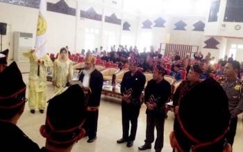 Pelantikan Pengurus Kerukunan Keluarga Banjar di GPU Tira Tangka Balang, Puruk Cahu, Senin (20/2/2017).