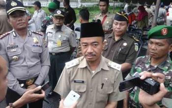 Wakil Bupati Seruyan Yulhaidir memberikan keterangan pers seputar ancaman sanksi bagi korporasi atau perusahaan di Seruyan yang kedapatan melakukan pembakaran lahan, Selasa (21/2/2017).