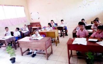 Murid SD di Palangka Raya rajin belajar