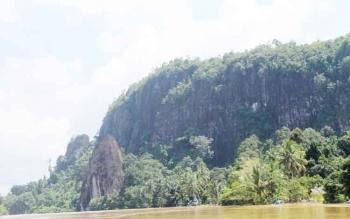 Inilah panorama obyek wisata Batu Suli di Gunung Mas