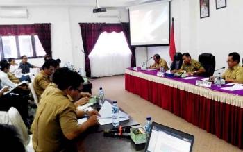 Rapat membahas kesepakatan kerjasama antara PT Berkala Maju Bersama dan Koperasi Serba Usaha Dayak Hapakat di ruang rapat lantai I kantor Bupati Gunung Mas, Selasa (21/2/2017).