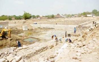 Pembangunan kontruksi di Danau Gatal telah dimulai. Dalam pembangunannya, pemerintah menganggarkan Rp12 miliar yang bersumber dari APBN.