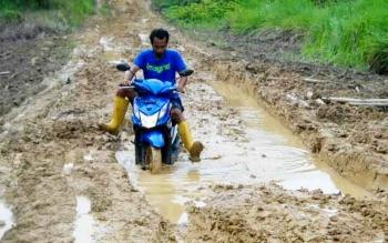 Kondisi jalan penghubung Nanga Bulik - Bunut - Sungai Mentawa.