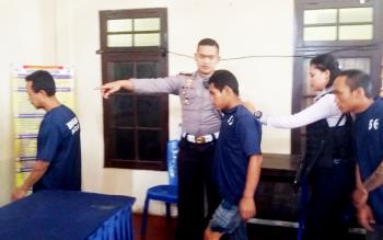Tiga kawanan tahanan kabur yang ditangkap Polsek Ketapang, Selasa (22/2/2017).