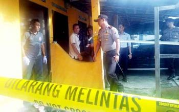 Kapolres Palangka Raya AKBP Lili Warli memeriksa kamar barak tempat meninggalnya Bella Septia, Rabu (22/2/2017).