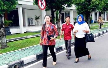 Keluarga Damang Katingan Tengah usai mengantar undangan ke kantor Gubernur di Jalan RTA Milono Palangka Raya, Rabu (22/2/2017) siang.