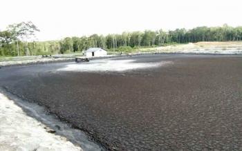 Kondisi penampungan limbah pabrik Kelapa Sawit PT KSO, di desa Kujan.