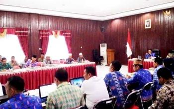 Suasana rapat koordinasi pembangunan masjid.