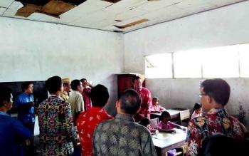 Bupati saat kunjungan kerja ke SDN Tuwung 2, Kamis (23/2/2017)