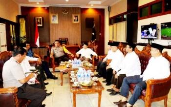Kapolda Kalteng Brigjen Pol Anang Revandoko saat bertemu dengan pengurus MUI Kalteng, Kamis (23/2/2017).