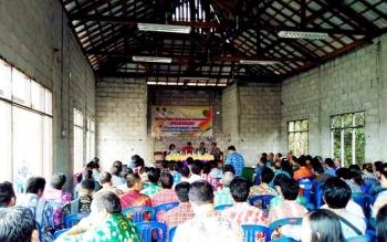 Kegiatan Musrenbang di gedung serba guna Kecamatan Banama Tingang yang belum selesai pembangunannya.