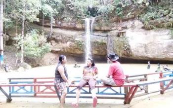 Air Terjun Batu Mahasur ini salah satu yang sering dikunjungi wisatawan